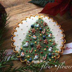 christmas cookies royal icing Weihnachtspltzchen C - christmascookies Fancy Cookies, Xmas Cookies, Iced Cookies, Cute Cookies, Cupcake Cookies, Gingerbread Cookies, Christmas Goodies, Christmas Desserts, Christmas Treats