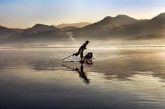 Steve McCurry is one of the most legendary and renowned photographer of all time. Steve McCurry doesn't need much of an introduction amongst the Magnum Photos, Lago Inle, Inle Lake, Color Photography, Landscape Photography, Travel Photography, Symmetry Photography, Photography Basics, Film Photography