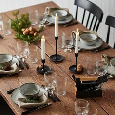 GLADELIG Eating combination 10. It's the time of year to get cozy. Set a table for a wintertime meal, light candles and add touches of nature like nuts and sprigs of evergreen branches. Mix with dark colors and wooden tones. Stoneware. Ikea France, Ikea Family, Color Glaze, Glass Candlesticks, Dinner Sets, Dinner Table Set Up, Dinner Parties, Dinnerware Sets, Desk Organization