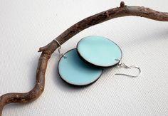 boucles d'oreilles grands disques bleu très clair : Boucles d'oreille par lolitoi-fimo
