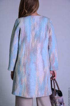Купить или заказать Пальто валяное 'Льдинка' дизайнер Татьяна Долубекова в интернет-магазине на Ярмарке Мастеров. Стильное валяное пальто подойдет для теплой зимы или межсезонных периодов.Нежная пастельная цветовая гамма, классический приталенный силуэт сделает эту вещь любимой в вашем гардеробе.Пальто посажено на вискозную подкладку , борта из костюмной ткани, карманы, застежка на пуговицы.Вся поверхность изделия выложена волокнами шелка крапивы конопли и вискозы, что придает особый ...