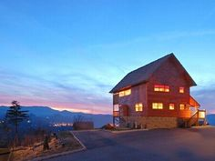 Mountain Splendor—The perfect name for this 2 story 1 bedroom cabin with amazing, breathtaking 180 degree views of Mt. LeConte.