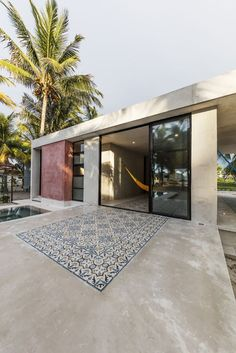 El Palmar is sits within a grove of palms in Chuburná – a narrow barrier island north of Mérida. Design Exterior, Home Interior Design, Interior Architecture, Modern Interior, Interior Garden, Garage Design, Scandinavian Interior, Exterior Paint, Interior Ideas
