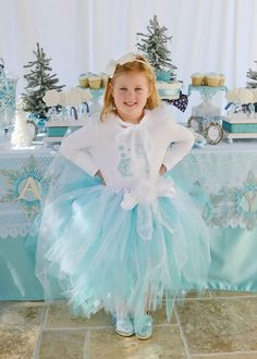 Frozen Birthday Party via Kara's Party Ideas | Party ideas, printables, tutorials, recipes, and more! KarasPartyIdeas.com (22)