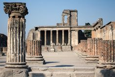 12 of Italy's Must See Ancient Ruins Ancient Ruins, Ancient Pompeii, Pompeii Ruins, Ancient Tomb, Pompeii And Herculaneum, Fantasy World Map, Empire Romain, Interesting Buildings, Interesting Stories