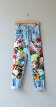 21 Wege, dem Patchwork Jeans Trend zu folgen – Rebel Without Applause Diy Fashion, Ideias Fashion, Fashion Outfits, Womens Fashion, Fashion Sewing, Fashion Ideas, Fashion Vintage, Patchwork Jeans, Mode Outfits
