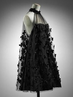 Dress    Arnold Scaasi, 1966    The Museum of Fine Arts, Boston