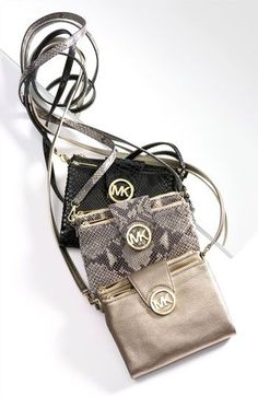 Michael Kors bags & wallets: much dis-count here! Newly design for you , just to have a look and you worth to have them. Cute Work Outfits, New Outfits, Woman Outfits, How To Become Pretty, Fashion And Beauty Tips, Signature Look, Girly Things, Bag Accessories, Purses