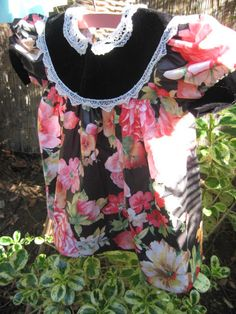 Very Pretty Vintage Dress  Bold Floral in Pink by PeoplePuppys