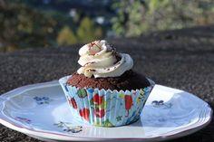 Kaffeecupcakes mit Schlagsahne Yummy Cupcakes, Desserts, Food, Whipped Cream, Baking, Dessert Ideas, Food Food, Tailgate Desserts, Delicious Cupcakes