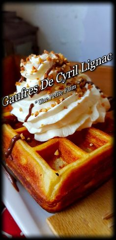 Waffles By Cyril Lignac,Hello my greedy. So imagine . A nice waffle, crisp and soft inside. Covered with a mascarpone whipped cream. With a smal. Easter Drink, Easter Snacks, Easter Lunch, Easter Recipes, Easter Desserts, Mexican Food Recipes, Cookie Recipes, Vegan Recipes, Snack Recipes