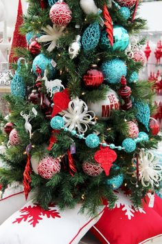 If you're looking for Christmas tree garland inspirations, you're at the right place. We've rounded up Christmas tree garland decoration ideas below Christmas Tree Garland, Beautiful Christmas Decorations, Colorful Christmas Tree, Christmas Tree Themes, Green Christmas, Christmas Mantles, Christmas Villages, Xmas Tree, Christmas Ideas