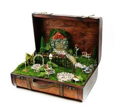 Miniature gardens 815573813748773857 - Fairy Garden in one of the fun ways of decorating gardens by using broken pots, wood pieces, planter's soil and other wrecked items. It creates a miniature fantasy garden with the help of unusable items. Fairy Garden Furniture, Garden Art, Garden Design, Fairy Houses Kids, Fairy Garden Houses, Backyard Ideas For Small Yards, Mini Fairy Garden, Fairy Gardening, Gardening Tips