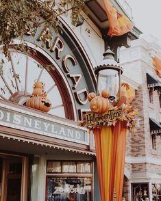 Disneyland at Halloween Fall Wallpaper, Halloween Wallpaper, Disney Wallpaper, Holiday Wallpaper, Disney Art, Walt Disney, Disneyland Halloween, Disneyland Christmas, Vintage Disneyland