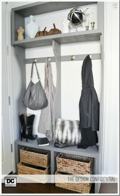 Love this simple yet classy AND usefull wardrobe