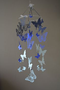 Nursery mobile / baby mobile made with Butterflies in blue ombre colors - Butterfly babyshower, nursery art, handmade mobile, nursery decor door SierGoed op Etsy