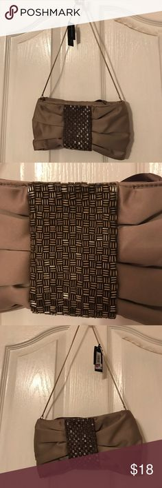 ❤️NWT❤️Nice Evening Bag Nice little evening bag in excellent condition. Banana Republic Bags