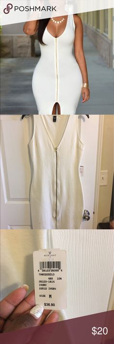 White Windsor size medium zipper dress NWT Sexy fitted club dress would look great layered with any duster 😍 WINDSOR Dresses Midi