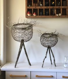 Pin by Patty Verbeke on idees ateliers Found Object Art, Found Art, Willow Weaving, Basket Weaving, Woven Baskets, Bed Spring Crafts, Barbed Wire Art, Twig Art, Creative Workshop
