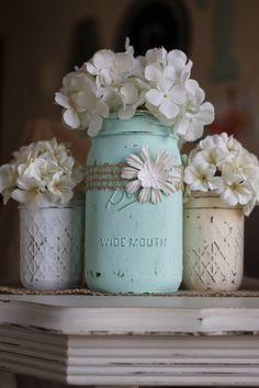 Gratis Versand - Mason Vasen - Gläser - Set 3 - Distressed Finish Kreide - Mint - Elfenbein Hortensien - Floral Arrangement - Shabbychic - Land von ALittleCommonScents auf Etsy https://www.etsy.com/de/listing/223671159/gratis-versand-mason-vasen-glaser-set-3