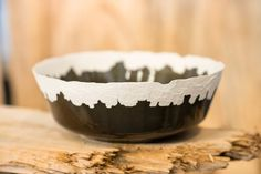 Dutch designer Floris Wubben's Erosion collection of ceramics features striped textures made using a rotating flame device, also created by the designer. Bowl Designs, Ceramic Tableware, Best Blogs, Modern Ceramics, Pie Dish, Porcelain, Pottery, Fire, Dishes