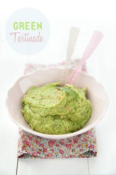 Green tartinade  pour 2 personnes:  - 100g de fèves écossées - 20g de roquette - 1 avocat - le jus d'1 citron 1/2 - 1cc de tamari (ou plus selon votre goût) - 1/4 de cc d'ail en poudre - 1cs de graines de lin moulues -poivre