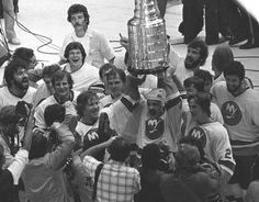 TODAY IN SPORTS HISTORY: July 1956 — New York Islanders Bryan Trottier was born, shown holding aloft the Stanley Cup as his teammates celebrate their second consecutive championship, May Hockey Games, Hockey Players, Ice Hockey, Denis Potvin, Hockey Boards, Florida Gators Football, New York Yankees Baseball, Nhl News, Stanley Cup Champions