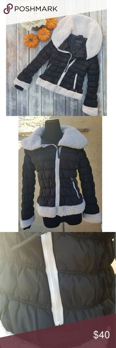 🎉Calvin Klein Black & White Puffer Jacket🎉 For ultimate performance, this CK puffer is perfect for you White and black Has security pocket and smartphone pocket Like new Size M No tears or stains Smoke free home  Super comfortable and stylish Calvin Klein Jackets & Coats Puffers