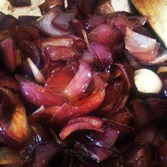 Ezt akartam megcsinálni   Lilahagyma lekvár Plum, Sausage, Dips, Beef, Fruit, Vegetables, Sauces, Food, Meat
