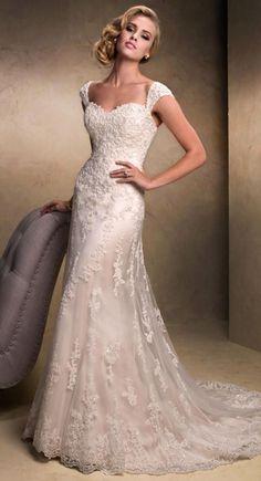 .Vintage-look bridal gown