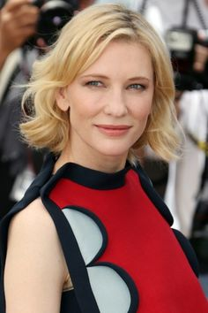 Cate Blanchett wore her bobbed hair in tousled waves, complemented by a pretty beauty look in soft peach hues. Bob Haircut For Round Face, Round Face Haircuts, Retro Hairstyles, Celebrity Hairstyles, Edm, Midi Hair, Gypsy, Cannes Film Festival 2014, Festival Makeup Glitter