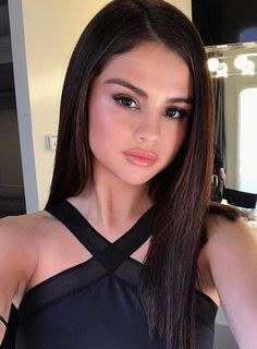 Selena Gomez Just Seriously Cut Off Her Hair