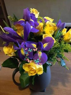 Bunch Of Flowers, Faux Flowers, Colorful Flowers, Purple Flowers, Beautiful Flowers, Arrangements Ikebana, Flower Arrangements Simple, Flower Vases, Flower Pots