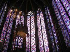 Vetrata policrome dell'abside della Sainte-Chapelle a Parigi. Tale edificio fu consacrato nel 1248 e fortamente voluto da Luigi IX. Le vetrate rappresentano scene dell'Antico Testamento.