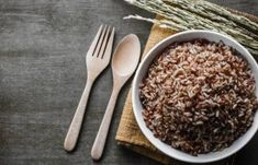 Diets that contain whole grains speed up metabolism and increase calorie loss by reducing calories retained during digestion, finds new research. Brown Rice Benefits, Speed Up Metabolism, Diet Plans To Lose Weight, Reduce Weight, Healthy Living Tips, Food Videos, Easy Meals, Yummy Food, Healthy Recipes