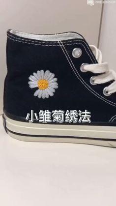 Converse Noir, Diy Converse, Converse Design, Painted Converse, Painted Shoes, Diy Embroidery Shoes, Embroidery Sneakers, Embroidery On Clothes, Simple Embroidery