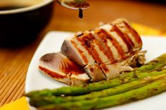 Receita simples de atum grelhado, ideal para ser servida como entrada ou aperitivo.
