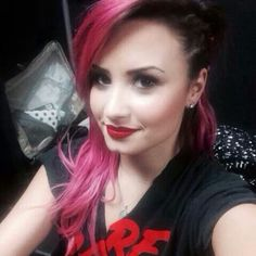 Not sure why Demi Lovato keeps dying her hair wacky colors but I love her voice... and makeup