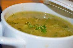 Ingredientes:  2 mandioquinhas (batata-baroa); 1/2 cebola; 1 dente de alho; 1/2 colher (sopa) de azeite; 2 xícaras (chá) de água; sal e pimenta-do-reino a gosto.  Modo de