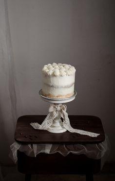 Esta semana trago um bolo especial que fiz para o aniversário da minha irmã. Bolo tiramisu porque é o preferido dela. Baseei-me nes...