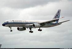 Picture of the Boeing 757-225 aircraft
