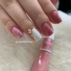 What Christmas manicure to choose for a festive mood - My Nails Winter Nail Designs, Cute Nail Designs, Gel Manicure Nails, Manicures, Gold Nail Polish, Beautiful Nail Polish, Christmas Manicure, Winter Nails, Cute Nails