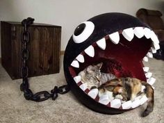 Cats Toys Ideas - This is a combination of cat bed and storage chest based on the Chain Chomp character from the Super Mario Bros. I own a cat furniture company - Ideal toys for small cats Cat Club, Deco Gamer, Geek Home Decor, Video Game Rooms, Video Game Decor, Video Games, Video Game Bedroom, Ideal Toys, Gamer Room