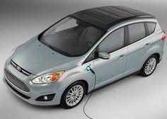 Le Ford C-Max Solar Energi Concept repose sur la version hybride rechargeable du C-Max commercialisé depuis le premier trimestre 2013 aux Etats-Unis à partir de 33 000 dollars