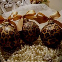 Modge podge tissue paper Christmas ornaments. So makin this!