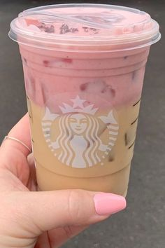This Secret Starbucks Drink Has Pink Cold Foam and Tastes Like Chocolate-Covered Strawberries Starbucks Valentines Drinks, Cold Starbucks Drinks, Café Starbucks, Bebidas Do Starbucks, Starbucks Strawberry, Strawberry Drinks, Strawberry Puree, Raspberry Desserts, Starbucks Secret Menu Items