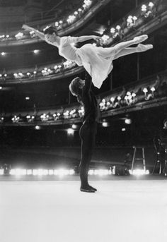 Margot Fonteyn and Rudolf Nureyev rehearsing backstage at the Royal Opera House, Covent Garden. (Photo by Anthony Crickmay.) #ballet