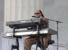 Stevie Wonder playing Hohner Clavinet D6 and Yamaha Motif 8 keyboard...OLD SCHOOL!