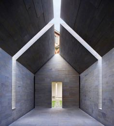 soudasouda: @SoudaBrooklyn / @interiordesignmag: John Pawson's House of Stone installation, centrally located in the colonnade of the Università degli Studi di Milano's Cortile Settecento in 2010, stood as a simple structure planned with meticulous accuracy to deliver a different experience every time. Pawson made linear incisions through the ridge and mid-section to open up the house to the constantly changing play of sunlight, with blades of natural light shining through to illuminate…