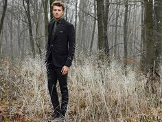 Anzug in Schwarz, Weste, Hemd und Krawatte in Grautönen sowie mit Muster #Digel #Herrenmode #Business #Anzug #Weste